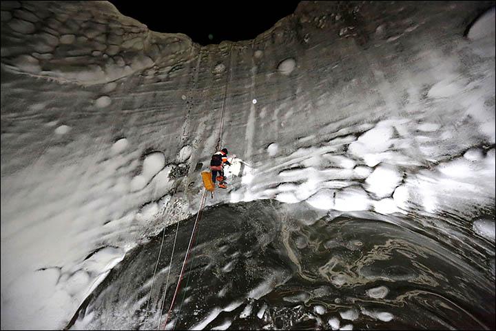 Revelan espectaculares imágenes del cráter siberiano en Yamal Inside%20man%20on%20a%20wall