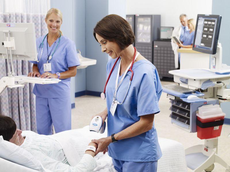 Máy đọc mã vạch giá rẻ cho bệnh viện Bedside-Bar-Code-Scanning_1434104687_1459933135