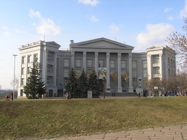 Экскурсии по Киеву. Старокиевская гора Nacionalnyj_muzej_istorii_ukrainy-84922
