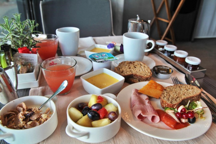 Mardi 19 mai Terrass-Hotel-Paris-Silencio-Chambre-Deluxe-Vue-Eiffel-breakfast-01-720x479