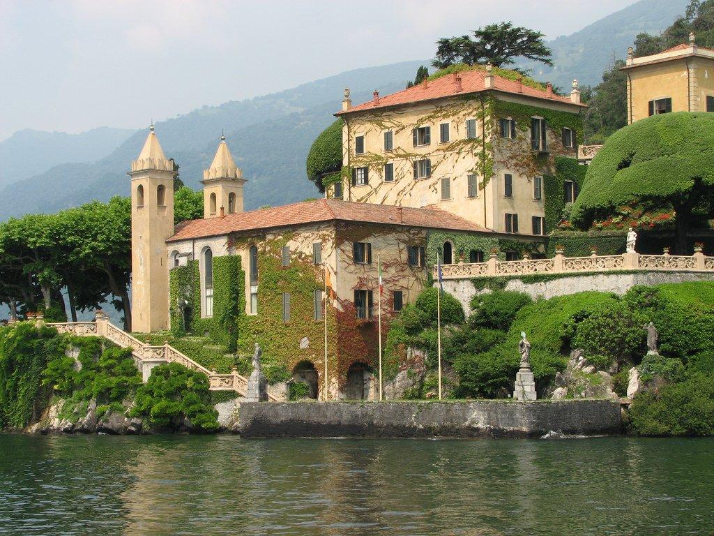 بحيرة كومو فى ايطاليا جمال علني وممرات سرّية 345354541