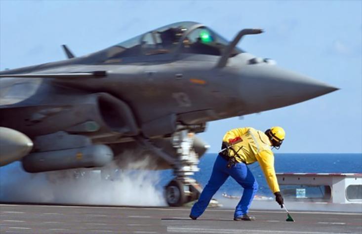 Les Rafales décollent du Charles de Gaulle : notre budget militaire lui aussi doit décoller... à 4% ! 3650118671.5