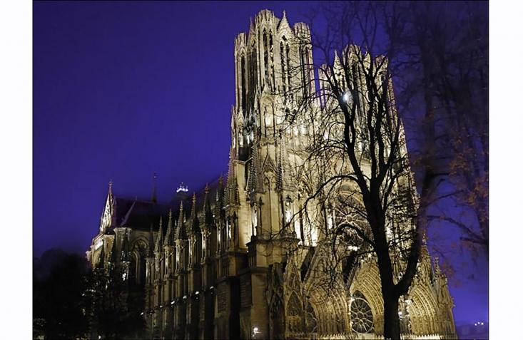 Ephéméride du 25 décembre - 496 : Baptême de Clovis à Reims avec son baptême commence la grande aventure de la construction de la FRANCE chrétienne 3736625150