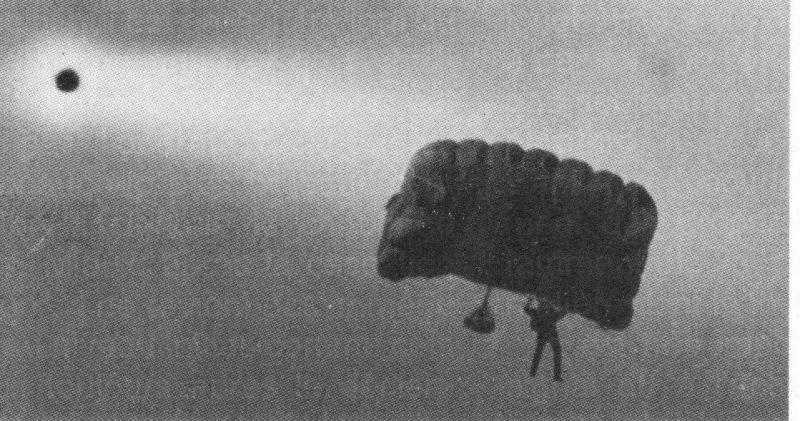 1990: Moscou  trois ovnis photographiés au dessus d'un aéroport Collectionba3