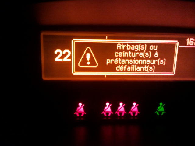 """207 - Investiguer la panne """"Airbag(s) ou ceinture(s) à prétensionneur(s) défaillant(s)"""" 2011-05-31%2022.56.37.jpg"""