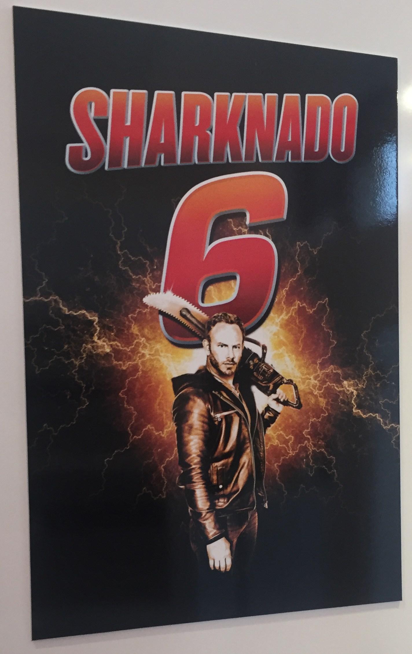 [Jeu] Suite d'images !  - Page 15 Sharknado-6-poster_j15a