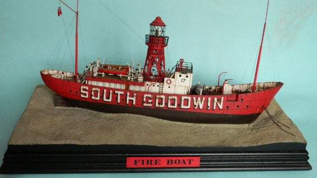 FIRE-BOAT. Revell 1w89vd