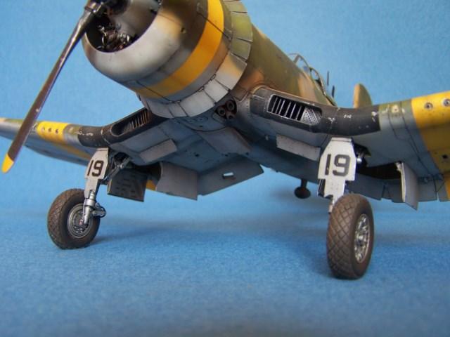 Corsair F4u-7 et Fg-1d. Hou5e0