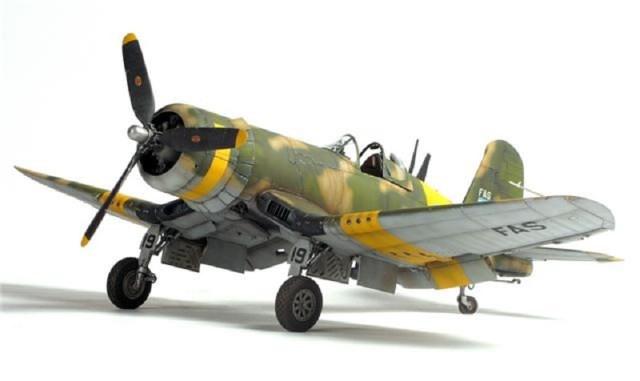 Corsair F4u-7 et Fg-1d. Yn3xc0