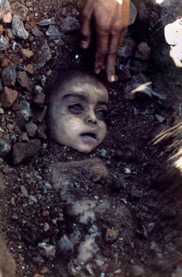 Top 10 8.bhopal-tragedy-pablo-bartholomew