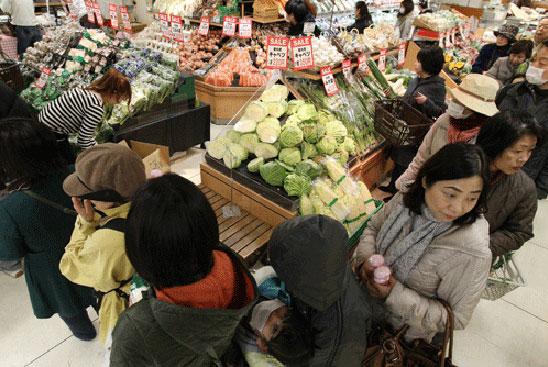 Những phẩm chất rất khó học theo của người Nhật Japan-shoppers-4