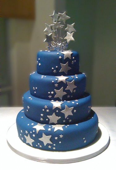 Happy Birthday, Silberschweif! Navy-blue-silver-star-wedding-cake-375x550