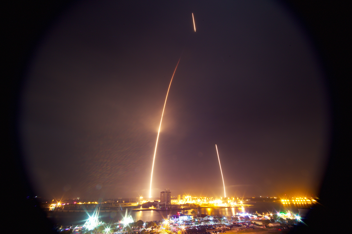 Falcon 9 (Orbcomm) - 22.12.2015 - Page 11 Streak_tower1