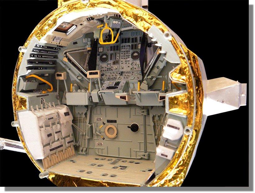 Photo de l'intérieur du LM Aigle, d'Apollo 11 P1120158