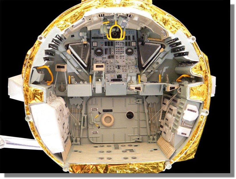 Photo de l'intérieur du LM Aigle, d'Apollo 11 P1120159