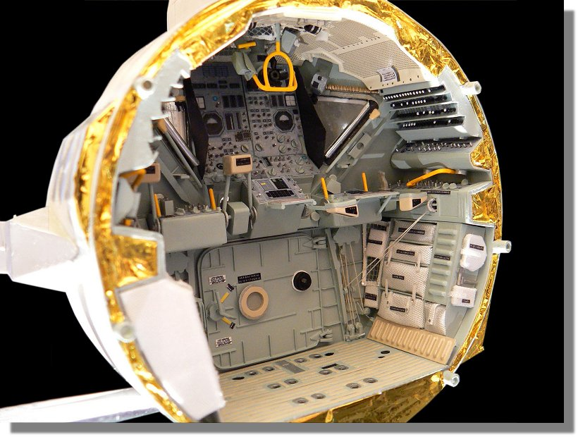 Photo de l'intérieur du LM Aigle, d'Apollo 11 P1120160
