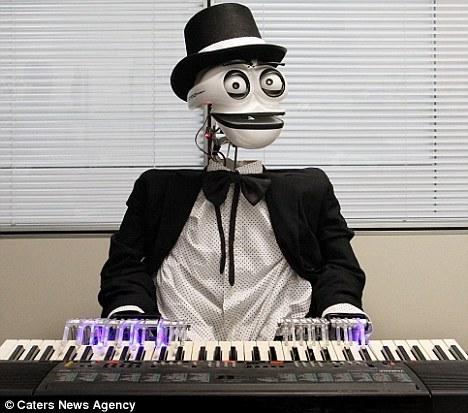 Inventan Robot que toca música de Mozart F201110191530544661296077