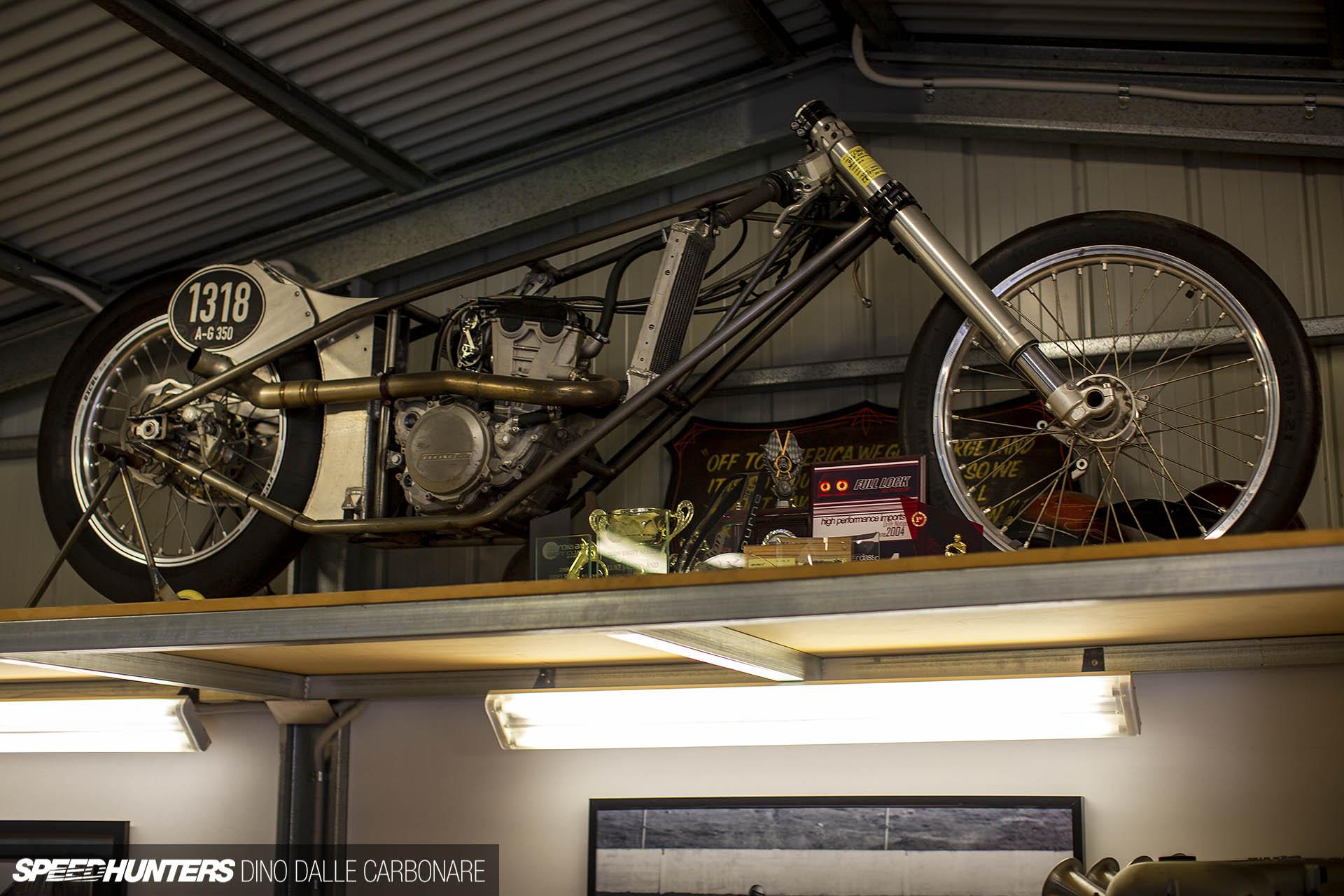 Les garages, les pièces mécaniques d'ici et d'ailleur.... - Page 32 Nigel_ets_dino_dalle_carbonare_047