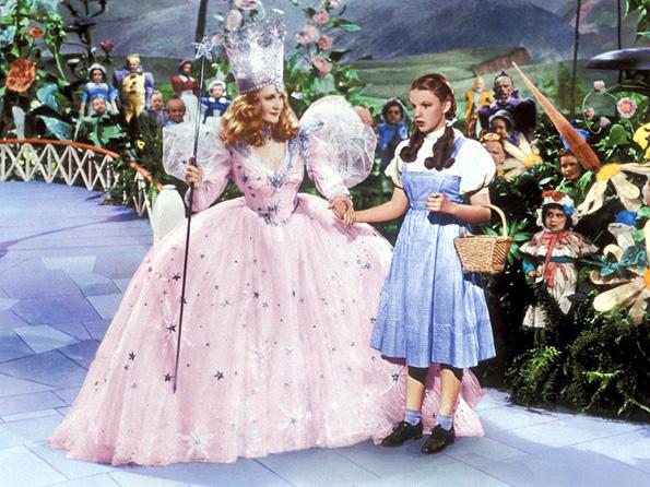 Princezi 4-zoshto-dizni-princezite-sekogash-nosat-fustani-vo-sina-boja-