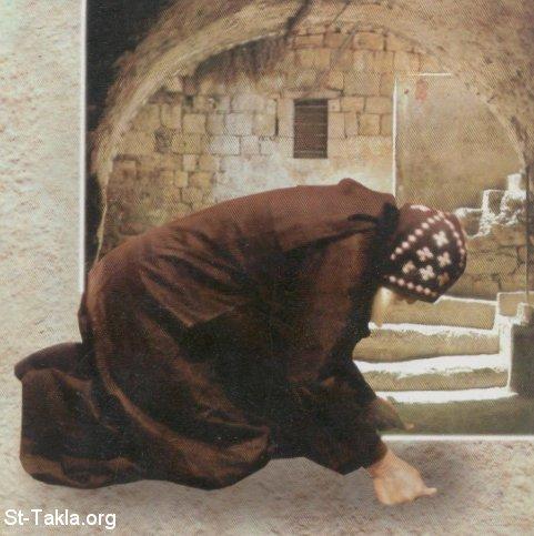 الاعتراف و التوبه Www-St-Takla-org--Coptic-Monk-Prostration-Matania