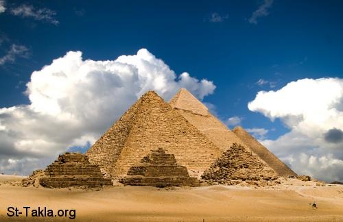 عذرا يامصر..لا احبك Www-St-Takla-org___Pyramids-of-Giza-Egypt-01