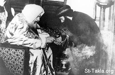 موسوعة قداسة البابا شنودة الثالث - صفحة 3 Www-St-Takla-org__Coptic-Pope-Shenouda-3-People-Ecclesiastical-005