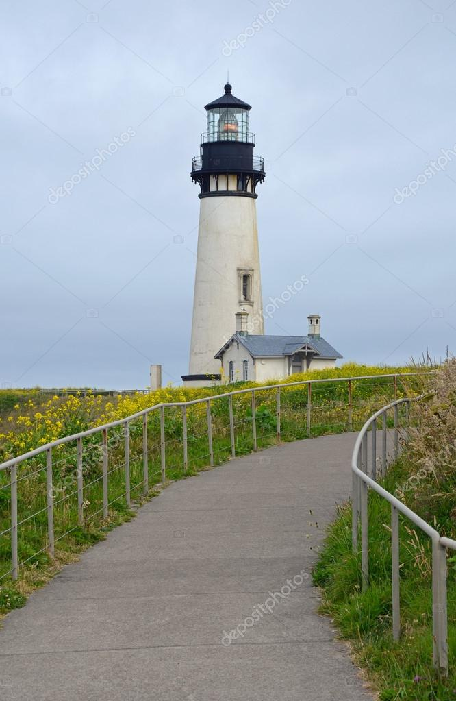 Phare 2 de Martine 31 mars trouvé par Ajonc Depositphotos_49484919-Yaquina-Head-lighthouse-in-Oregon