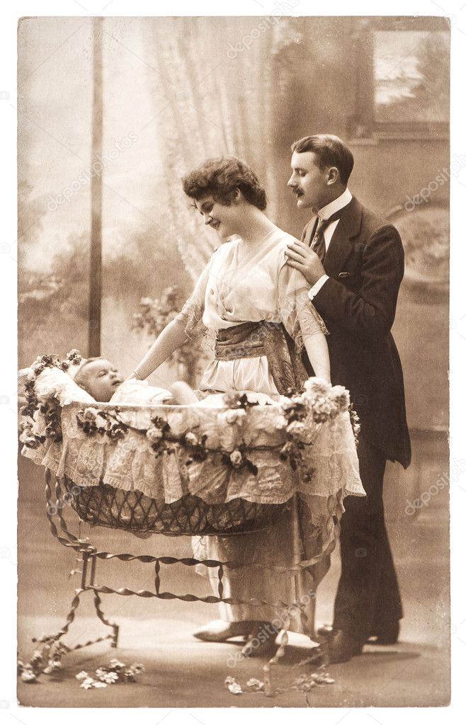 """Cartoline """"Vintage"""" - Pagina 2 Depositphotos_35918211-Antique-family-portrait-of-mother-father-and-newborn-baby"""