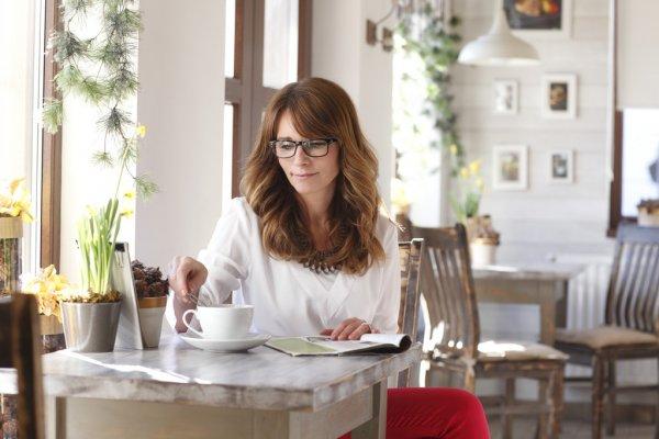 MI BLOC, QUE NO BLOG - Página 19 Depositphotos_41260599-stock-photo-beautiful-mature-woman-in-coffee