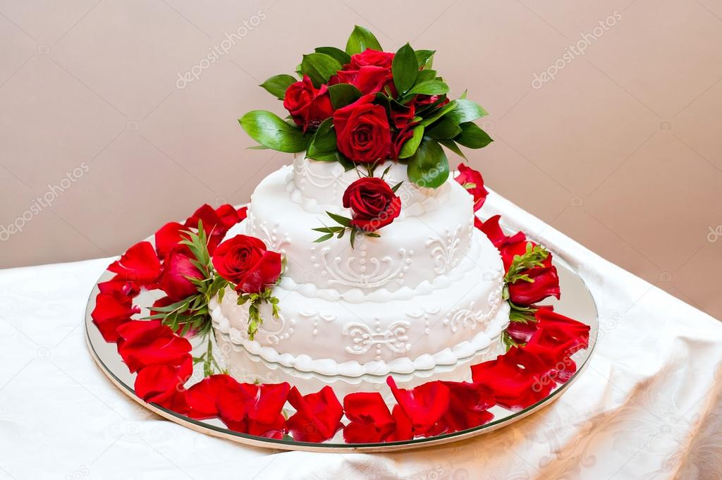С новым 2017 годом! С годом Петуха! Depositphotos_28870111-stock-photo-wedding-cake-with-red-roses