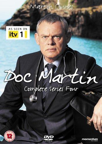 Доктор Мартин / Doc Martin Kinopoisk.ru-Doc-Martin-1684389