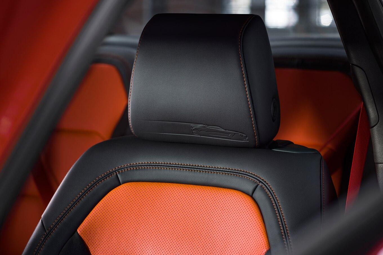 2016 - [Chevrolet] Camaro VI - Page 6 2018-Chevrolet-Camaro-Hot-Wheels-50th-Anniversary-Edition-seat