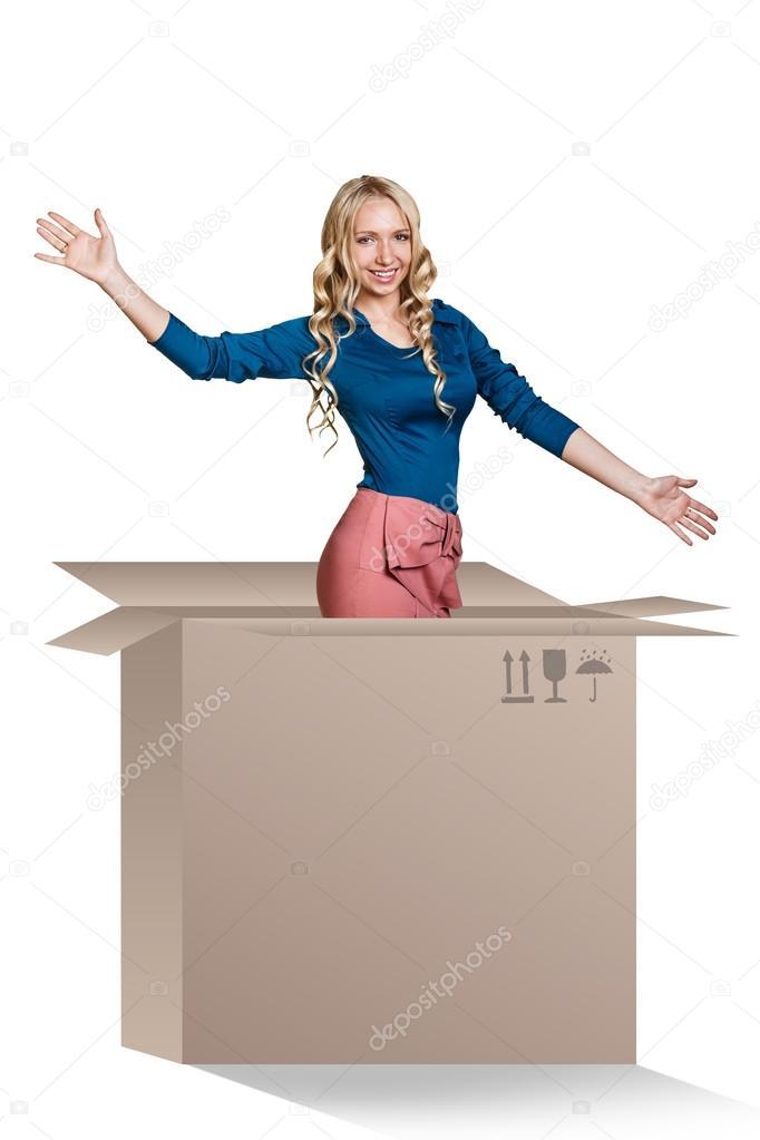 AMBIENTAZOS CON EQUIPOS VINTAGE... - Página 4 Depositphotos_84583772-Beautiful-girl-inside-a-cardboard-box
