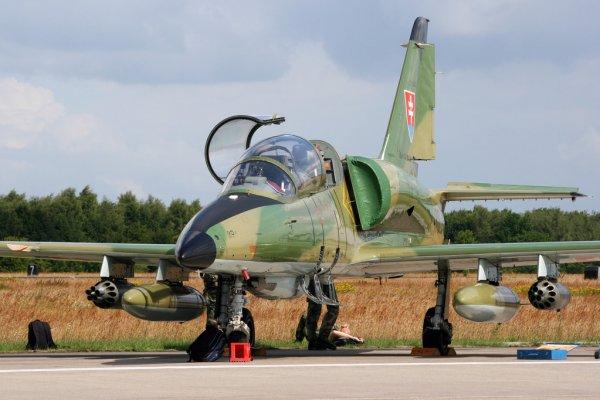 Northrop F-5E/F caza supersónico mexicano parte II - Página 4 Depositphotos_89873484-Slovak-l-39-airplane