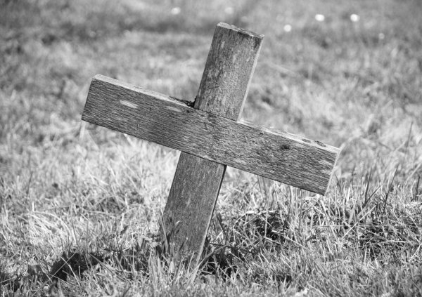 MI BLOC, QUE NO BLOG - Página 5 Dep_55242819-Wooden-cross-marking-a-grave
