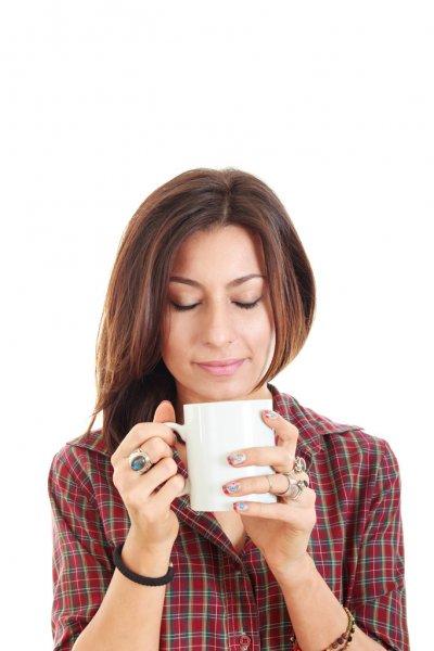 Bienvenidos al nuevo foro de apoyo a Noe #305 / 12.01.16 ~ 21.01.16 - Página 22 Depositphotos_51877597-Girl-holding-cup-mug-of-hot-drink-coffee-or-tea