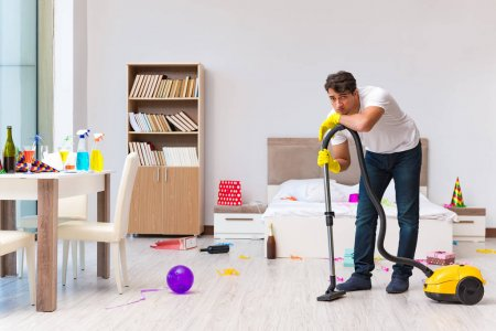 Što biste radili s osobom iznad, prikaži slikom - Page 5 Depositphotos_133119522-stock-photo-man-cleaning-the-house-after
