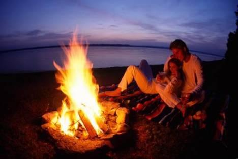 Romantika - Page 5 Romantika-v-naravi-ob-ognju