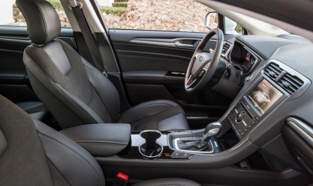 Protezione plastica lucida Ford-mondeo-hybrid-2015-interni