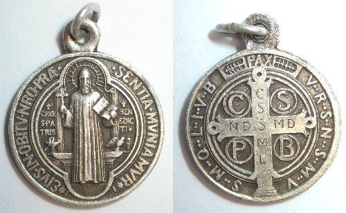 Pour se protéger du démon (Médaille ou Croix de Saint-Benoît) Photo_96790_1387153_201004031813635