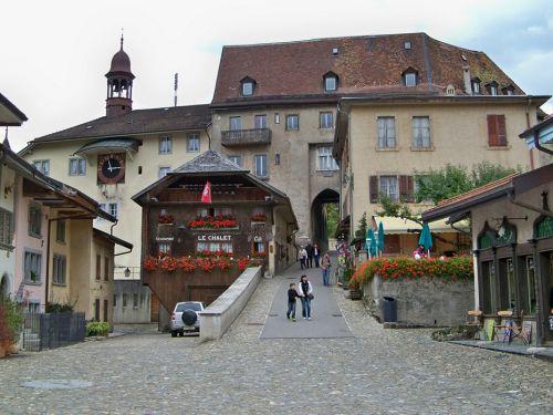 Petit tour en Suisse Artfichier_263507_1284963_201210075358799