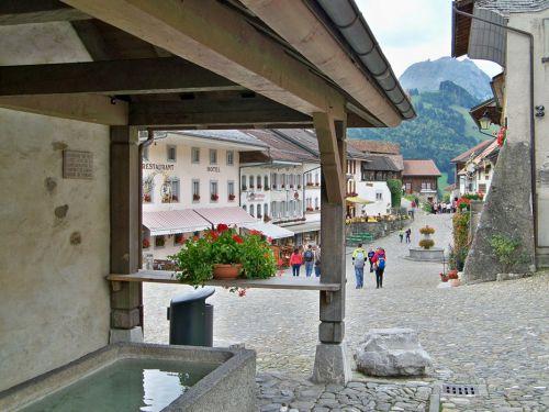 Petit tour en Suisse Artfichier_263507_1284972_201210075454574