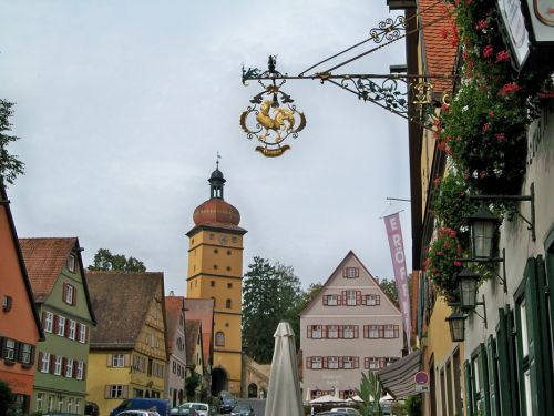 Enseignes en Autriche et Allemagne Artfichier_263507_1287673_201210080210447