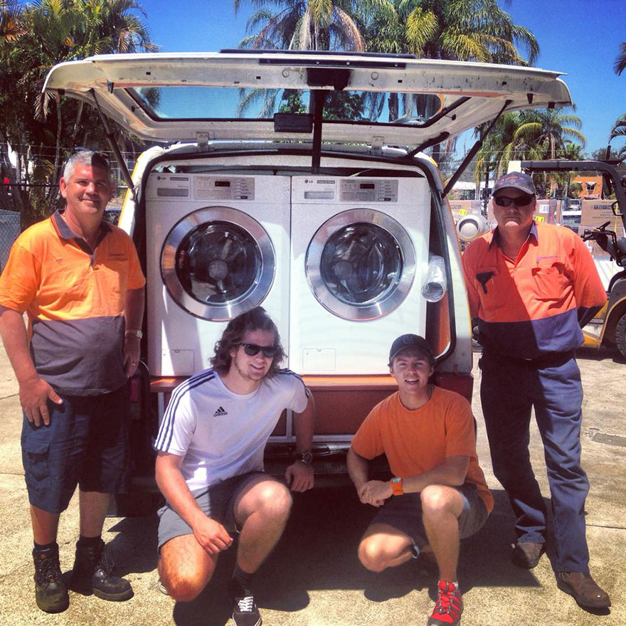 Two Friends Turned Their Van Into A Mobile Laundromat To Wash Clothes For The Homeless Homeless-moving-laundromat-orange-sky-laundry-australia-1