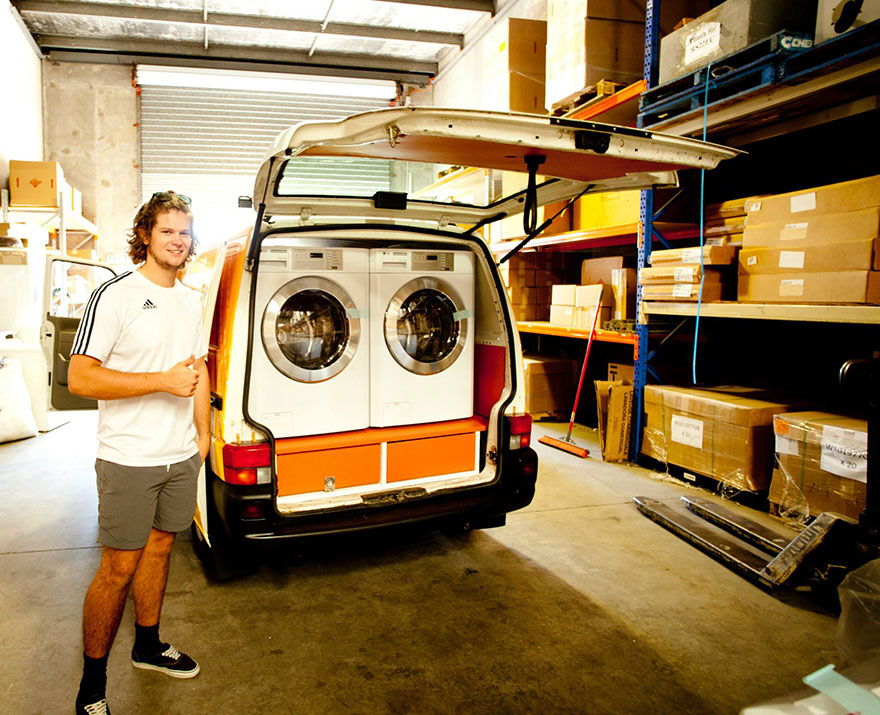 Two Friends Turned Their Van Into A Mobile Laundromat To Wash Clothes For The Homeless Homeless-moving-laundromat-orange-sky-laundry-australia-3