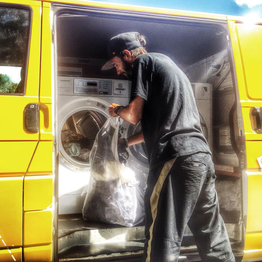 Two Friends Turned Their Van Into A Mobile Laundromat To Wash Clothes For The Homeless Homeless-moving-laundromat-orange-sky-laundry-australia-5