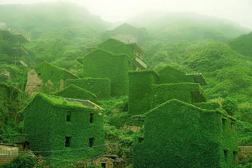 Goqui Island, il villaggio abbandonato Abandoned-village-zhoushan-china-100