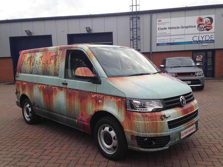 Pour se protéger du vol, camouflez votre van :-) Rusty-car-vinyl-wrap-vw-van-clyde-wraps-2