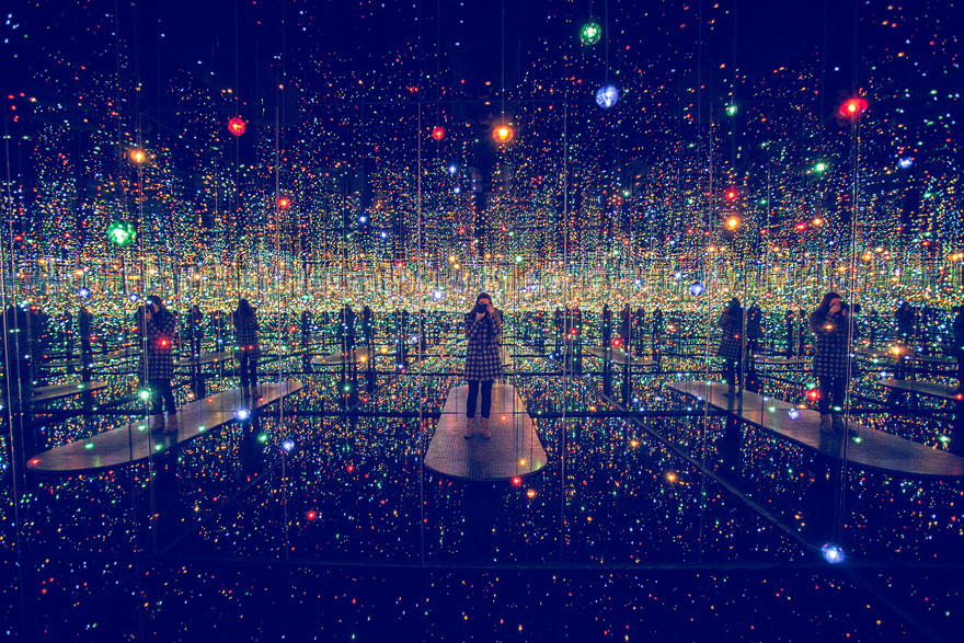 [Jeu] Association d'images - Page 20 Infinity-mirrored-room-yayoi-kusama-3