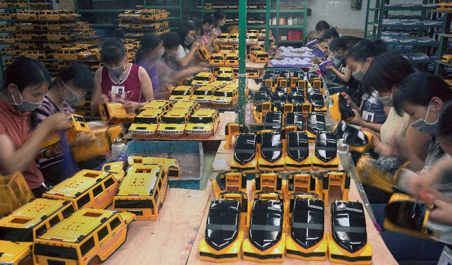 Reyes de Oriente, Papa Noel, Olentzero, o Apalpador... fábricas de juguetes en China.  Most-chinese-migrant-workers-do-not-own-the-products-they-spend-their-lives-making